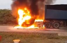 Nghệ An: Cháy xe đầu kéo chở gạo phân phát cho các gia đình khó khăn