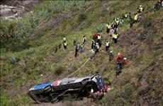 Xe buýt chở sinh viên lao xuống vực sâu 700m, ít nhất 16 người chết