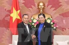 Phó Chủ tịch Quốc hội Tòng Thị Phóng tiếp Đoàn Thông tấn xã Pathet Lào