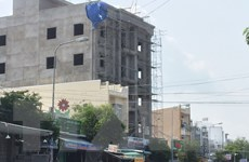Rơi từ tầng bốn tòa nhà đang xây, ba công nhân thương vong