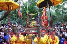 Tán lộc hoa tre hội Gióng đền Sóc Sơn cho người dân trong trật tự