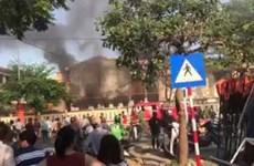 Đà Nẵng: Cháy nhà kho trường Tiểu học Chi Lăng sát chân cầu Rồng