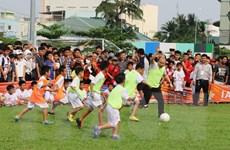 Huấn luận viên Park Hang-seo gieo ước mơ bóng đá cho trẻ em An Giang