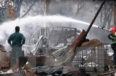 Cháy lớn thiêu rụi xưởng gỗ tại Thành phố Hồ Chí Minh