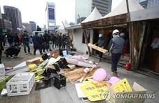 Di ảnh các nạn nhân vụ chìm phà Sewol được chuyển khỏi Gwanghwamun