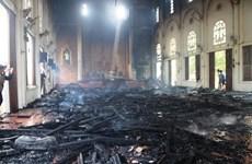 Cháy nhà thờ xứ Thọ Vực, hàng trăm m2 trần gỗ bị thiêu rụi