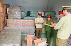 Thanh Hóa bắt giữ gần 5 tấn bánh kẹo, đồ chơi không rõ nguồn gốc