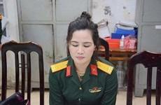 Tự mua quân phục giả danh nữ sỹ quan quân đội để ''khoe mẽ''