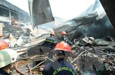 TP.HCM: Cháy lớn thiêu rụi 800m2 nhà xưởng đóng gói nông sản