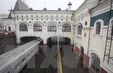 Các quan chức Triều Tiên kiểm tra nhà ga xe lửa Vladivostok