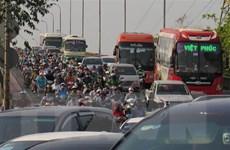 Hàng chục ngàn người rời TP.HCM khiến các cửa ngõ kẹt cứng