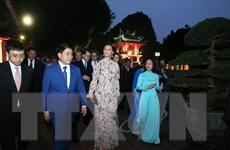 Công chúa kế vị Thụy Điển tham quan khu di tích Văn Miếu-Quốc Tử Giám