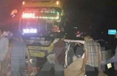 Va chạm với ôtô khách, năm người trên xe taxi thương vong