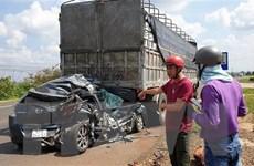 Gia Lai: Xe container gây tai nạn liên hoàn làm 2 người bị thương