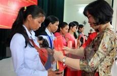 Trao quyết định nhập quốc tịch Việt Nam cho 38 công dân Lào