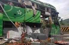 Xe khách lao xuống sông tại Thanh Hóa: 2 người chết, 8 người bị thương