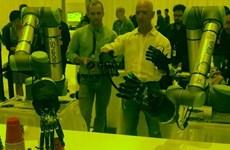 CEO Amazon dự đoán bàn tay robot sẽ được thương mại hóa 10 năm tới