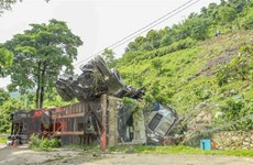 Điện Biên: Mất phanh, xe container lao xuống vực sâu hơn 60m