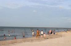 Quảng Ninh: Tìm thấy thi thể hai du khách tắm biển bị sóng cuốn trôi