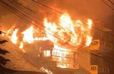 Lào Cai: Cháy lớn tại ngôi nhà 3 tầng ở Sa Pa, khói bốc dữ dội
