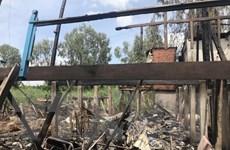 Thăm hỏi, hỗ trợ 5 gia đình có nhà bị cháy ở huyện biên giới An Phú
