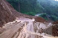 Lai Châu: Mưa kéo dài gây sạt lở, ách tắc và cô lập cục bộ