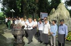 Dâng hương tưởng niệm các Anh hùng liệt sỹ tại tỉnh Thái Nguyên