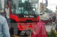 Gia Lai: Xe khách mất lái đâm ba người chết, nhiều người bị thương