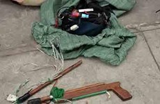 Một người tử vong nghi do trúng đạn súng bắn điện dùng để trộm chó