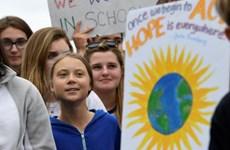 Hàng trăm người tuần hành vì môi trường bên ngoài Nhà Trắng