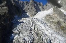 Cảnh báo nguy cơ đổ sụp của núi băng cao nhất châu Âu Mont Blanc