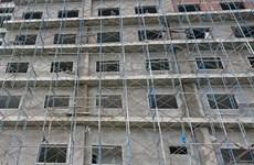 Rơi từ tầng 7 công trình xây dựng xuống đất, một nữ công nhân tử vong