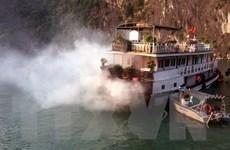Quảng Ninh: Cháy tàu du lịch đang neo đậu trên vịnh Hạ Long