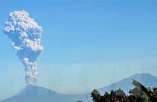 Indonesia: Núi lửa Merapi phun trào, cột khói bốc cao 3km
