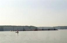 TP.HCM: Chìm tàu chở gần 300 container trên sông Lòng Tàu