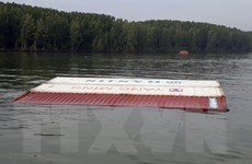 Hiện trường vụ chìm tàu chở gần 300 container trên sông Lòng Tàu