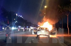 Hải Dương: Xe ôtô 4 chỗ đột nhiên bốc cháy khi đang chạy