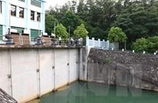 Khẩn trương lắp đặt hệ thống ống dẫn nước kín từ sông Đà vào Nhà máy