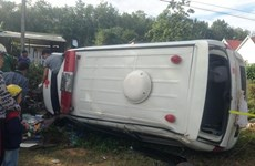 Bình Phước: Xe cứu thương tông bay hàng rào, lao vào nhà dân