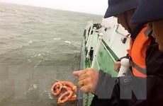 Cứu vớt 12 thủy thủ trên tàu Ngọc Lan 15 bị chìm gần cảng Cửa Việt