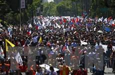Chile: Biểu tình bạo lực tiếp diễn, nhiều công trình kiến trúc bị phá