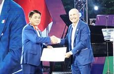 Chủ tịch UBND thành phố Hà Nội nhận Huân chương Công trạng của Italy