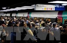 Biểu tình phản đối cải cách lương hưu: Paris tắc nghẽn dài 630km