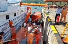 Cứu nạn thuyền trưởng bị đau nặng trên vùng biển Hoàng Sa