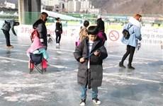 Hàn Quốc mở cửa cho khách nước ngoài tham dự lễ hội câu cá trên băng