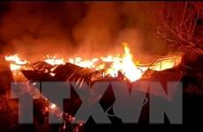TP.HCM: Trắng đêm nỗ lực dập tắt vụ cháy tại xưởng sản xuất bông gòn