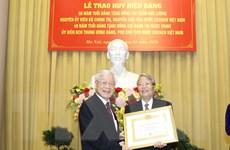 Trao tặng huy hiệu Đảng cho lãnh đạo và nguyên lãnh đạo nhà nước