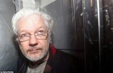 Nhà sáng lập WikiLeaks Julian Assange xuất hiện tại tòa án Anh