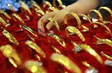 Giá vàng thế giới chạm mức cao nhất trong bảy năm qua