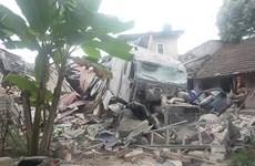 Nghệ An: Xe container tông sập ba nhà dân, tài xế bị thương nặng